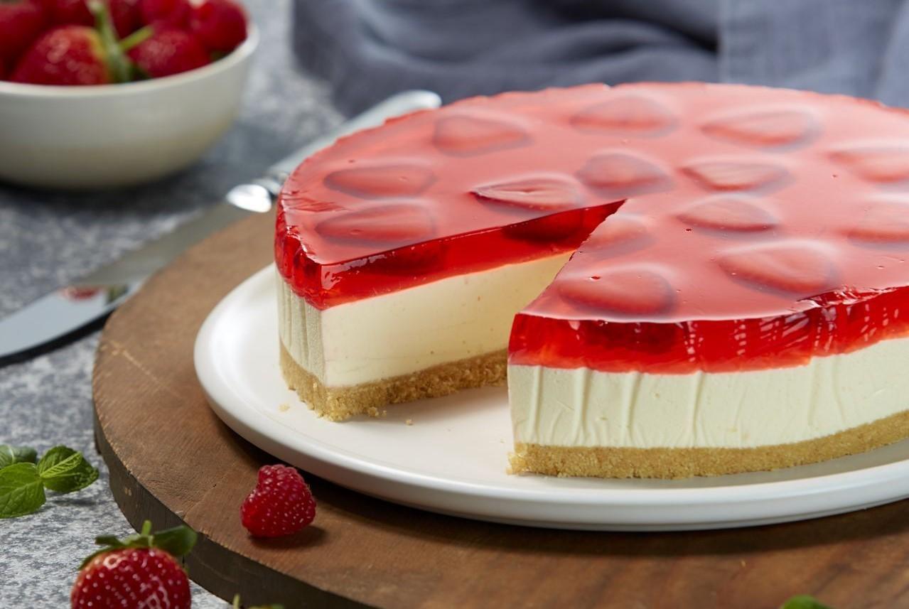 Jöleli pasta nasıl yapılır? Çilek jöleli kremalı pasta tarifi