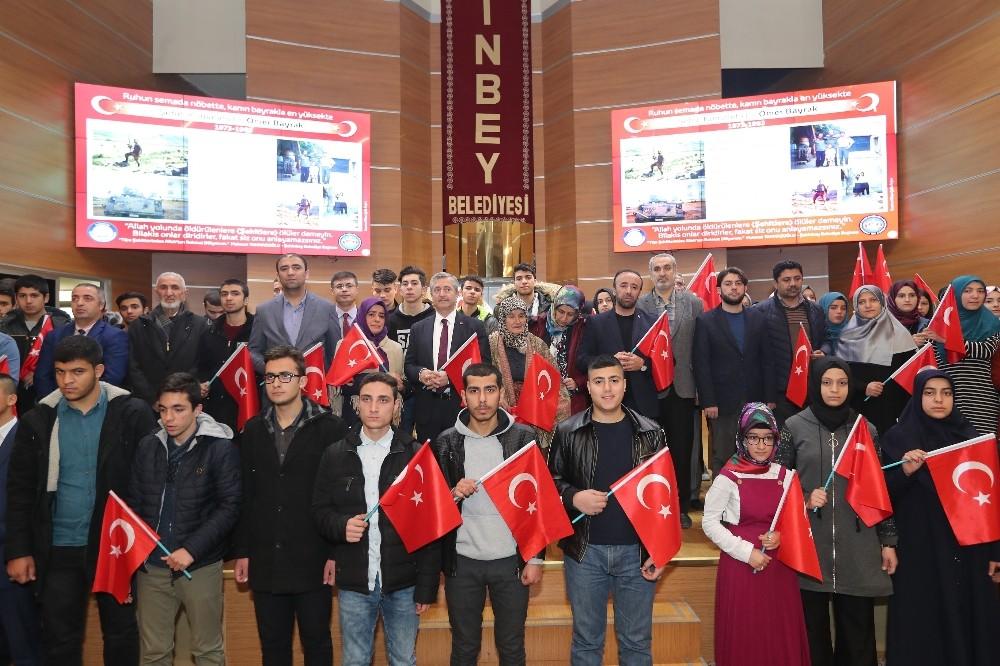Kabe kokulu gençlerden Mehmetçiğe dua