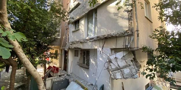 Kadıköy'de 5 katlı apartmanın balkonları çöktü, mahalleli sokağa döküldü