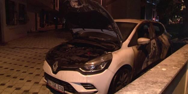 Kadıköy'de park halindeki araçlar kundaklandı!