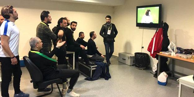Kadıköy'de şaşırtan görüntü! Maçı soyunma odasında izlediler