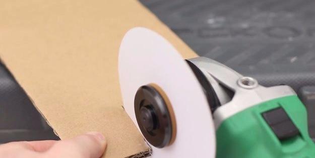 Kağıtları birleştirip bıçak üretti!