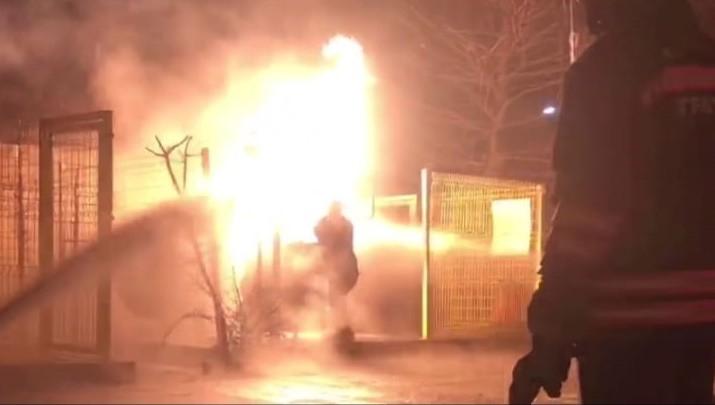 Kahraman itfaiyeci LPG tankınındaki yangını canını hiçe sayarak işte böyle söndürdü