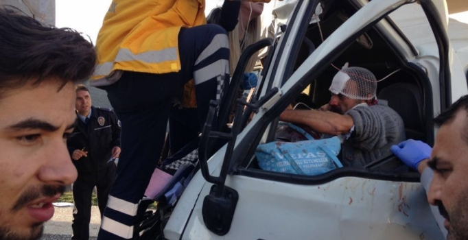 Kahramanmaraş'ta kamyonet, TIR'a çarptı: 1 ölü, 7 yaralı