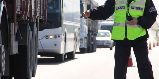 Kameraya yakalanan rüşvetçi polislere hapis