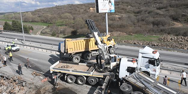 Kamyon ile tır çarpıştı! Samsun-Ankara kara yolunda trafik durma noktasına geldi