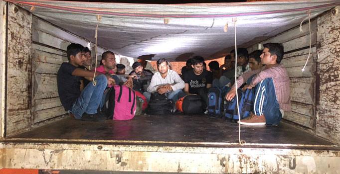 Kamyon kasasında 22 Pakistanlı mülteci yakalandı