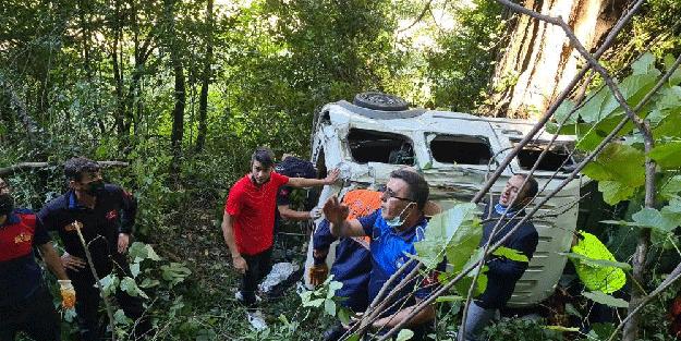 Kamyonet 150 metreden uçuruma yuvarlandı