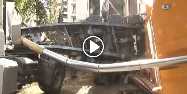 Kamyonun dorsesi üzerine devrilen işçi yaşamını yitirdi
