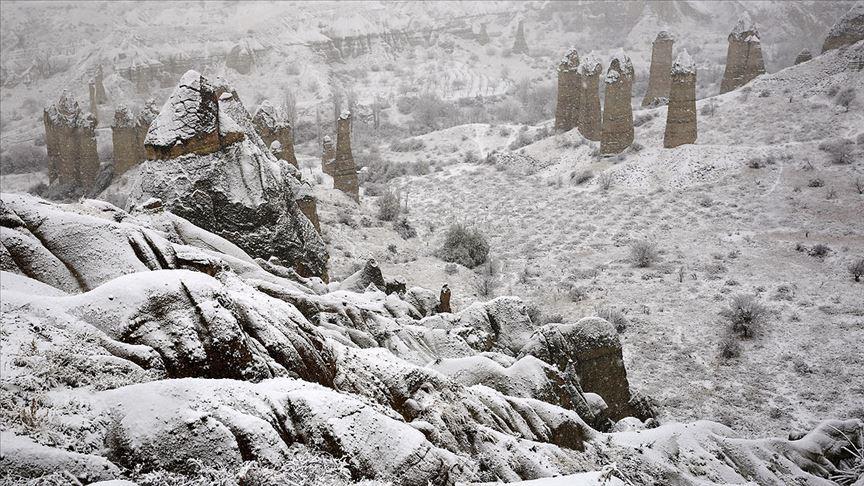 Kapadokya'da 'beyaz güzellik' ziyaretçileri büyüledi