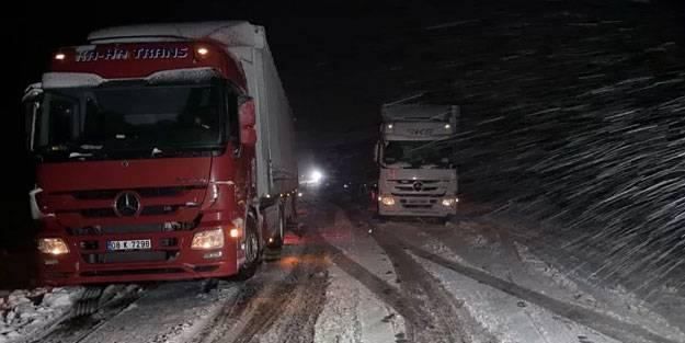 Kar bir anda bastırınca yolda kaldılar
