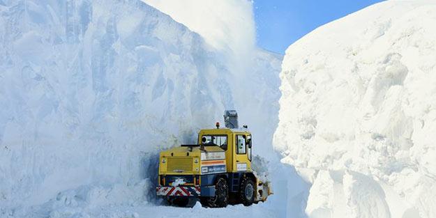 Kar kalınlığı tam 10 metre! 20 gündür açılamıyor