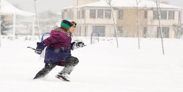 Kar onlara yaradı! Okullar 12 gün tatil