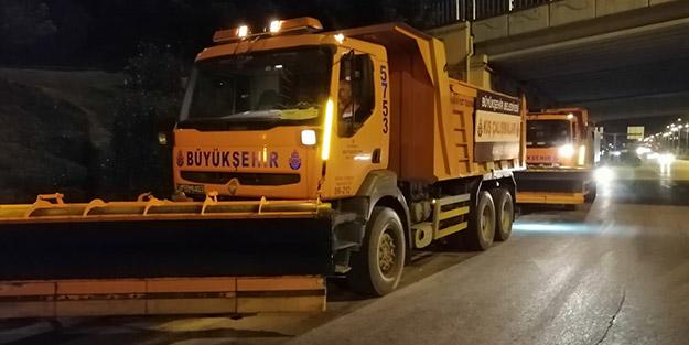 Kar uyarısı yapılan İstanbul'da ekipler nöbet tutuyor