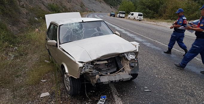 Karabük'te otomobiller çarpıştı: 4'ü çocuk 7 kişi yaralandı
