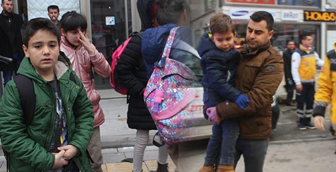 Karaman'da okul servisi ile kamyonet çarpıştı 3 yaralı