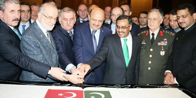 Karamollaoğlu, Pakistan Resepsiyonu'na katıldı