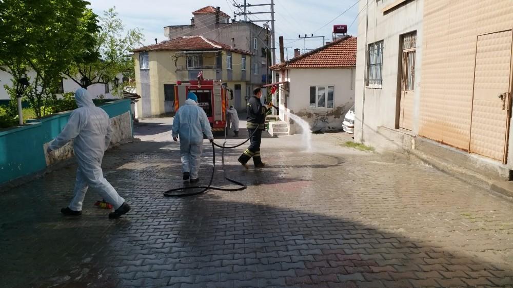 Karantina altındaki Sindelli Mahallesi dezenfekte ediliyor