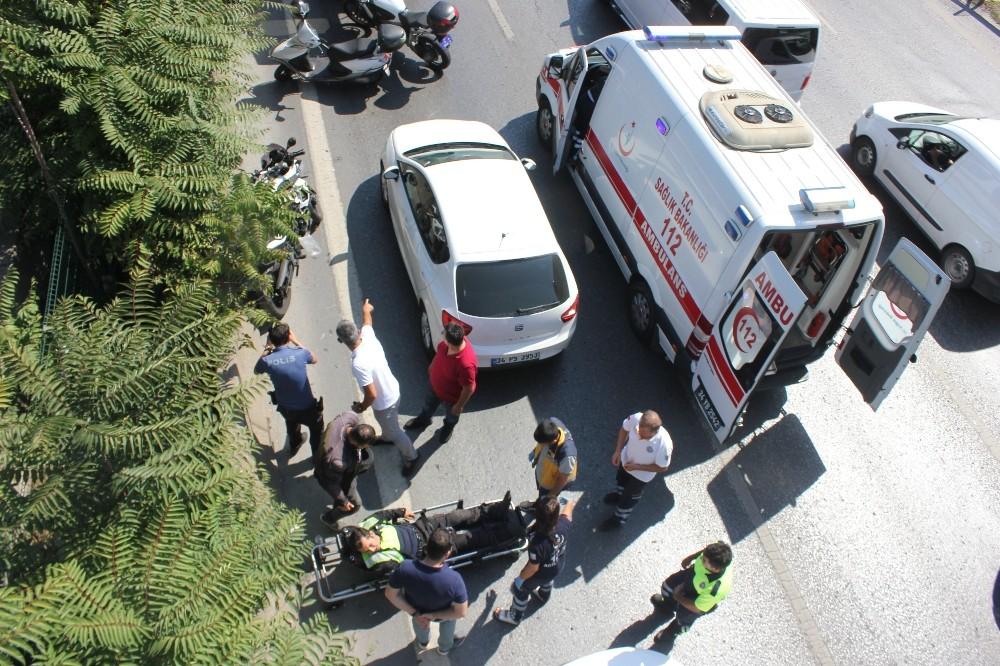Karayolunda kapıyı açan sürücü yüzünden trafik polisi canından oluyordu