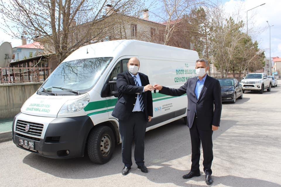 Kardeş belediyeye başkan Orhan jesti