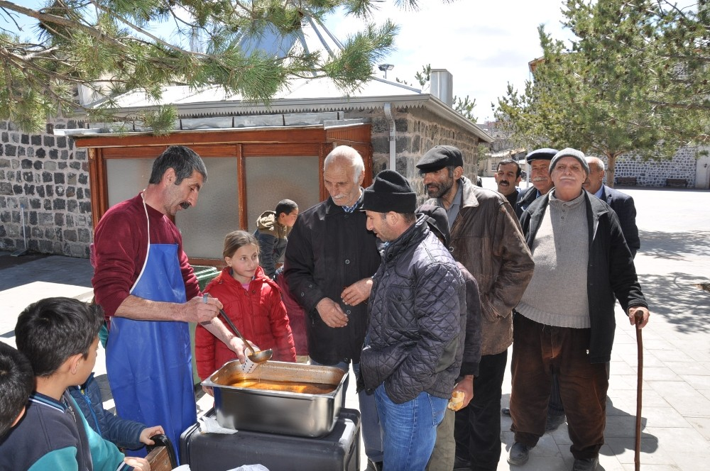 Kars Valiliği'nden vatandaşlara çorba ikramı