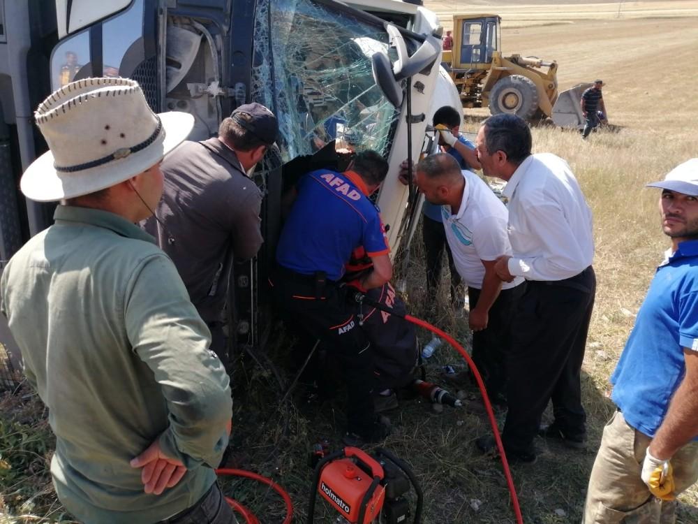 Kars'ta beton mikseri devrildi: 1 yaralı
