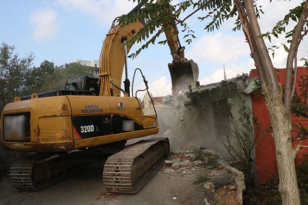 Kartal Belediyesi'nden yıkılacak binalara 'asbestten temizleme' şartı