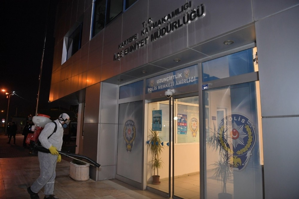 Kartepe'de kamu binaları dezenfekte edildi