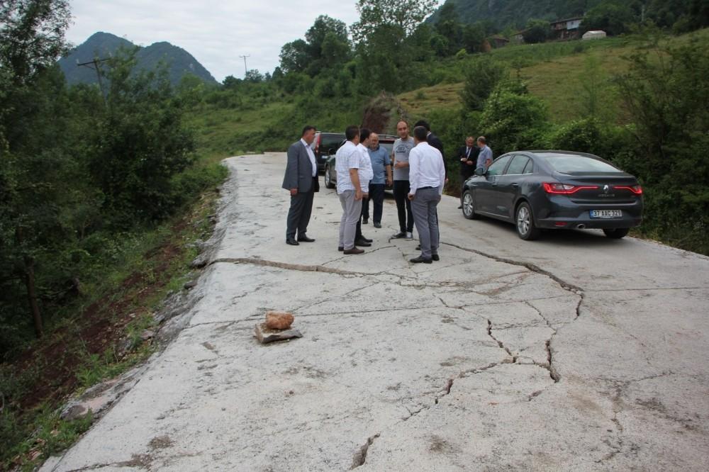 Kastamonu'da heyelanda bozulan yollar yeniden yapılıyor