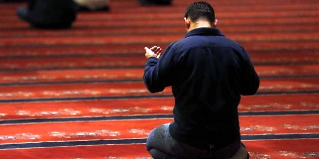 Kasten abdestsiz namaz kılan dinden mi çıkar?
