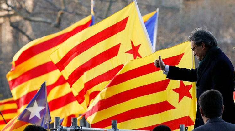 Katalonya'nın eski başkanı Mas yargıç karşısında
