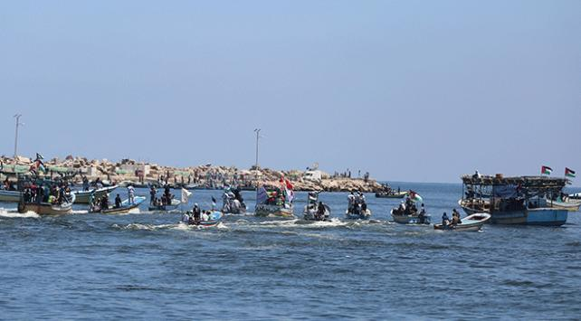 Katil İsrail Gazze'ye açılan Özgürlük Gemisi 2yi durdurdu
