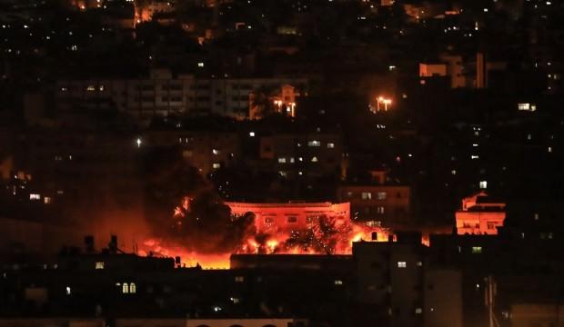 Katil İsrail savaş uçakları ile Gazze'yi vuruyor