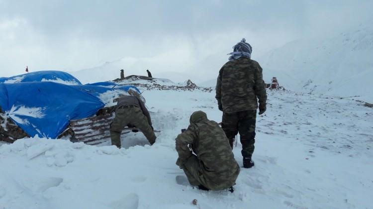 Kato Dağı'nda hem kar hem terörle mücadele