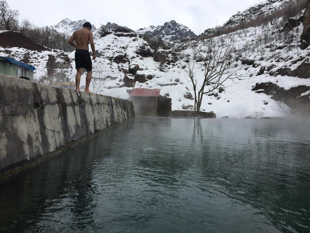 Kato Dağı'ndaki kaplıca ziyaretçilerin akınına uğradı