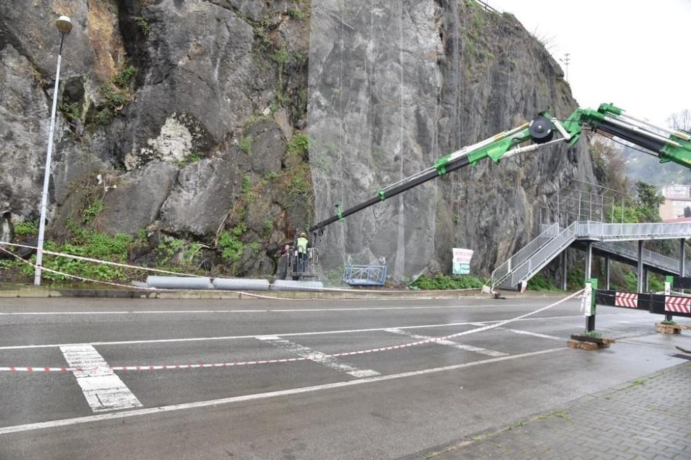 Kayalık bölgeye çelik ağ ile koruma
