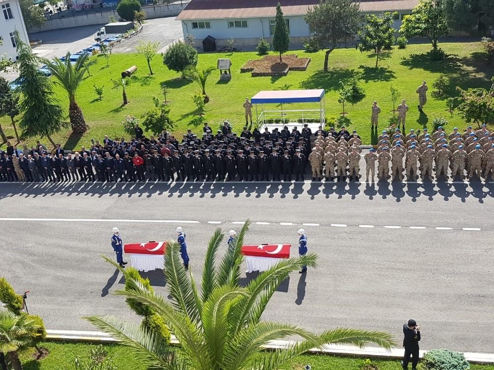 Kayıp muhabiri arama çalışmalarında suya kapılarak şehit olan askerler için tören düzenlendi