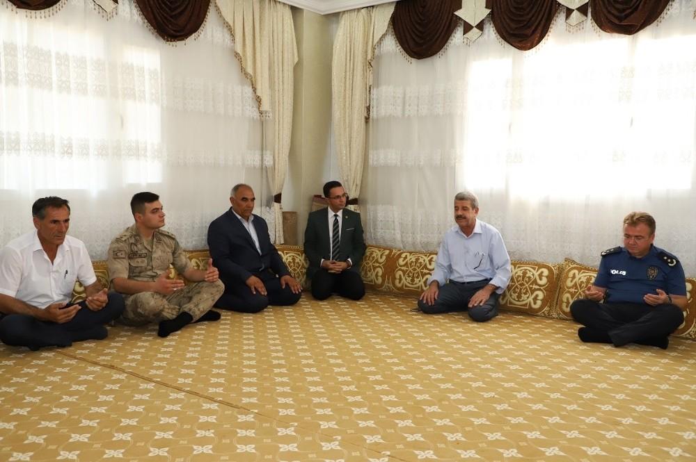 Kaymakam Davutoğlu, şehit ailesi, şehit kabri ve tarihi mekanları ziyaret etti