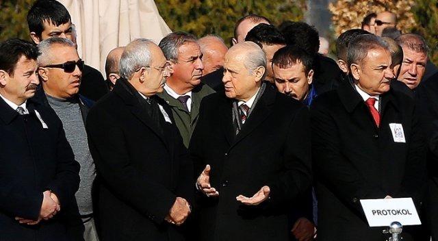 Kayseri şehidinin cenazesinde Bahçeli-Kılıçdaroğlu yan yana