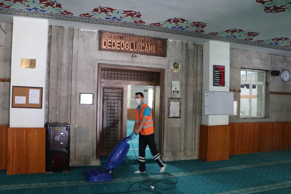 Kayseri'de camilerde hummalı çalışma