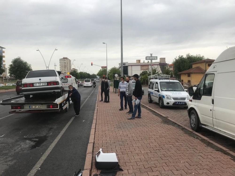 Kayseri'de meydana gelen kazada 4 araç birbirine girdi