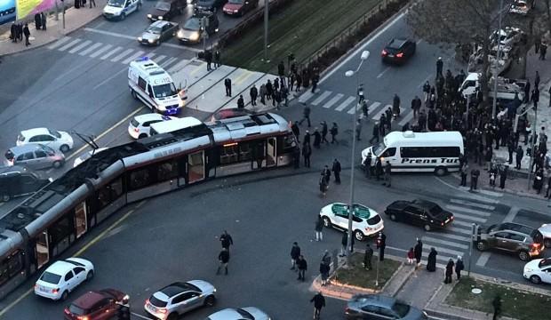 Kayseri'de tramvay öğrenci servisine çarptı: 6 yaralı