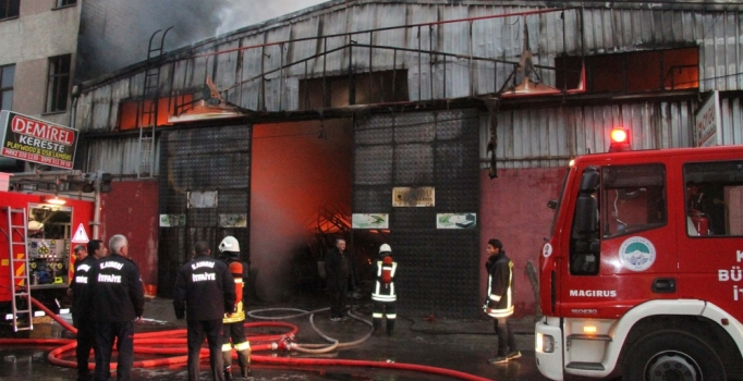 Kayseri'de yatak ve baza imalathanesi yandı