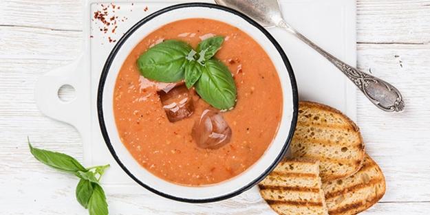 Kefirli domates çorbası nasıl yapılır? Kefirli domates çorbası tarifi malzemeleri
