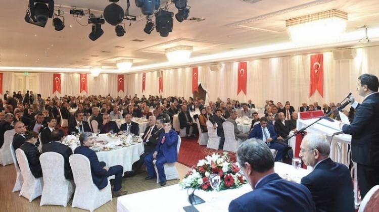 Kemal Kılıçdaroğlu yine muhtarlarla buluştu