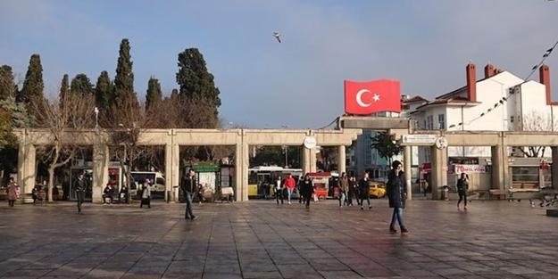 Kemalistlerden çıt yok... CHP tarihi Bakırköy meydanından 'Cumhuriyet' ismini kaldırdı!