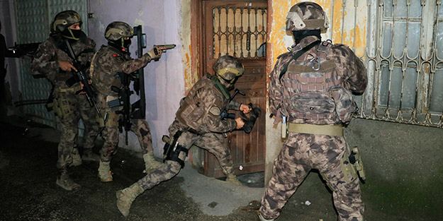 Kentte özel harekat destekli 500 polisle şafak operasyonu