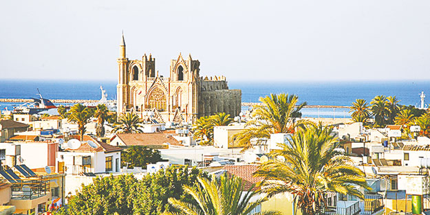 Kıbrıs'ta 300 kilise ev faaliyette
