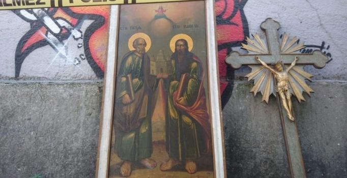 Kiliseye hırsız girdi, bazı eserler çalındı