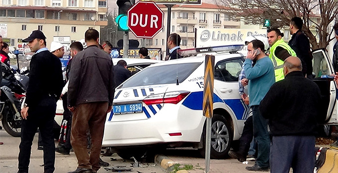 Kilis'te feci kaza: 2'si polis 4 yaralı